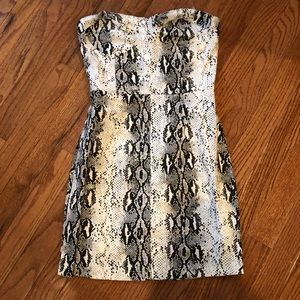 Dresses & Skirts - white snake print tight dress